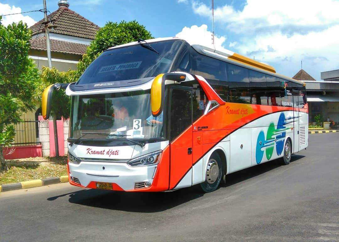 ibistrans.com sewa bus pariwisata gambar unit kramat djati karoseri Laksana sr2 HD Prime