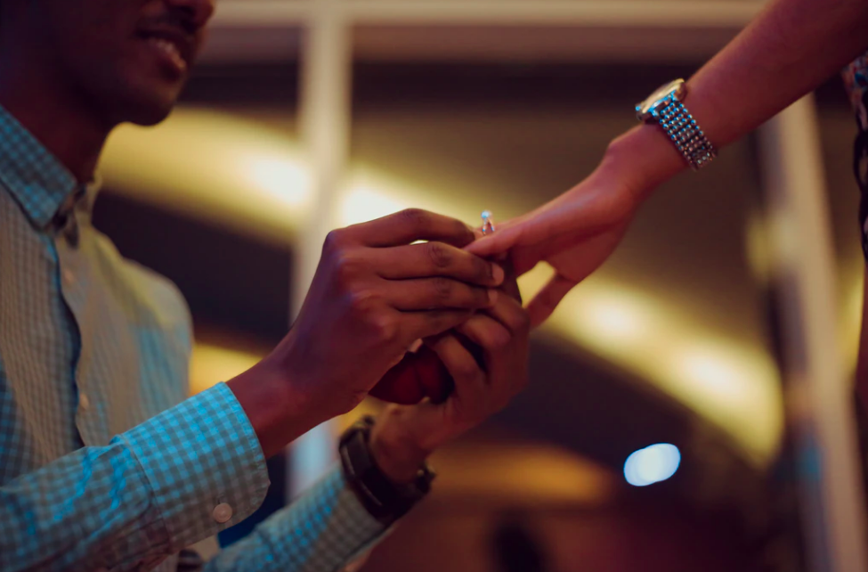 Perhiasan Untuk Tunangan dan Pernikahan